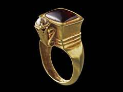 image Ring with Double-Bezel set with Garnet and Pearl